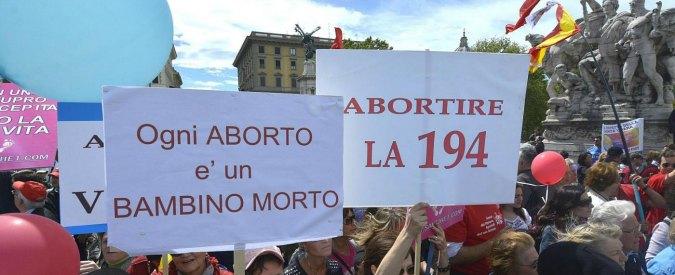 Sit-in contro aborto davanti a ospedale Bologna, Pd e associazioni protestano