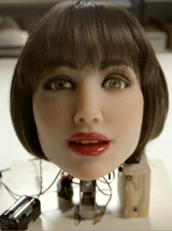 """Sesso, il primo sex robot con intelligenza artificiale in vendita negli Usa: """"Toccami seriamente. Non sto giocando"""""""