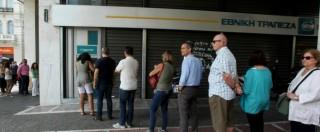"""Crisi Grecia, in strada tra code e proteste: """"Il governo ci raggira e non dice cosa succederà dopo il referendum"""""""