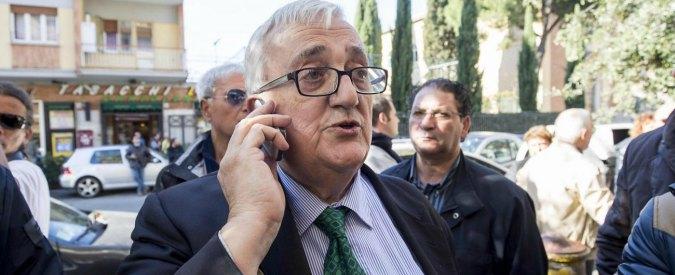 Borghezio risarcirà i rom per evitare il processo per insulti. No a volontariato