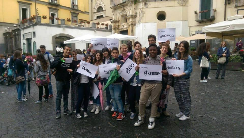 """scuola """"Bovio Colletta"""" di Napoli, flashmob contro discriminazioni"""