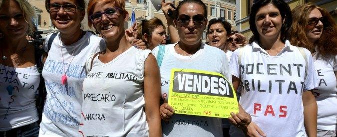 """Riforma scuola, fiaccolate in tutta Italia: """"Il governo la cambi radicalmente"""""""