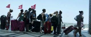"""Tunisia, turisti in fuga: la Farnesina non vieta i voli dall'Italia I tour operator: """"Rimborsiamo lo stesso"""""""