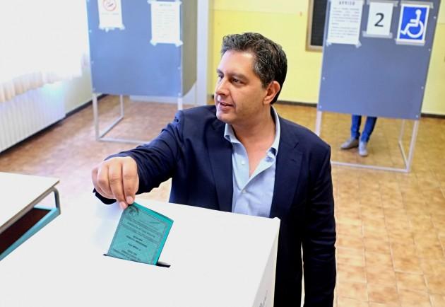 Elezioni regionali 2015 - Giovanni Toti si reca a votare