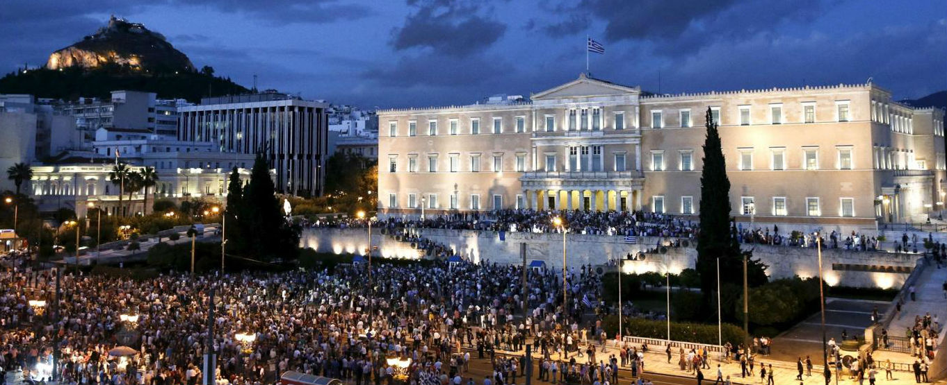 """Grecia, la marcia pro euro: """"Non siamo in vendita, apparteniamo all'Europa"""""""