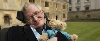 Stephen Hawking, morto lo scienziato che studiò le origini dell'universo. Nasa: 'Vola come superman nella microgravità'