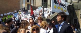 """Mafia Capitale, contestazioni in Campidoglio: chiuse le porte. Manifestanti in Aula: """"Marino dimettiti"""""""