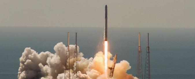 """Nasa e SpaceX: """"Lavoreremo per capire cosa è successo al razzo cargo Falcon 9"""""""