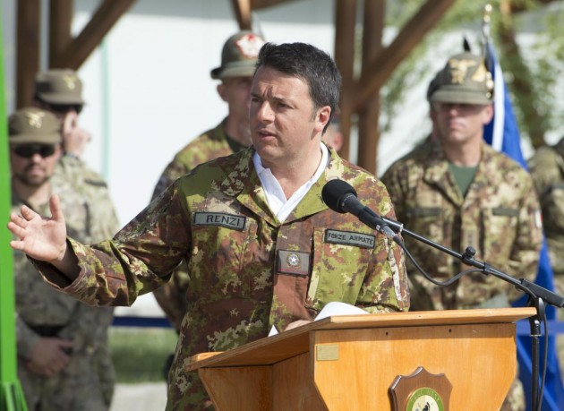Matteo Renzi visita i militari italiani in Afghanistan