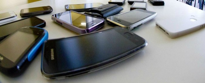 Cellulari, roaming meno caro in Europa. Ma i big telefonici impongono nuove tariffe