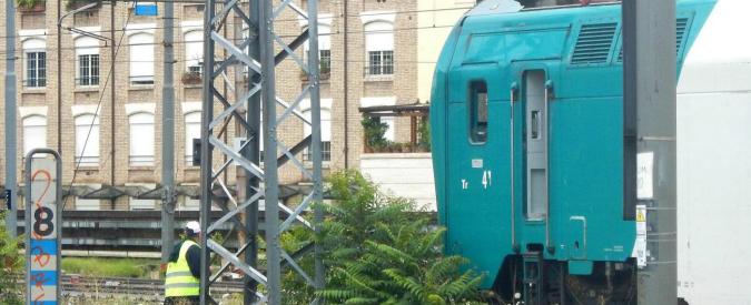Laigueglia (Savona), crolla il muro di una scuola che finisce sulla linea ferroviaria