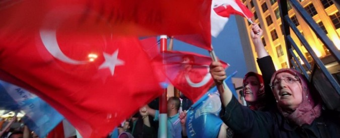 Turchia, quattro morti e 350 feriti per doppia esplosione a comizio filo-curdo
