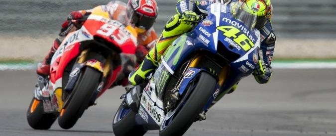 Valentino Rossi, i sorpassi cult della carriera. Le vittime? Gibernau, Biaggi, Stoner, Lorenzo e ora Marquez – VOTA
