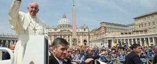 Bergoglio, l'enciclica e l'embargo violato: sospeso il decano dei vaticanisti