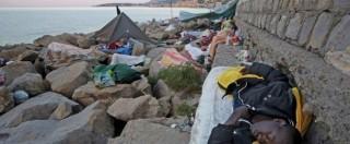 """Migranti, aumentano stranieri a Ventimiglia. I vescovi francesi: """"Proviamo vergogna"""". Ft dà ragione a Renzi su quote"""