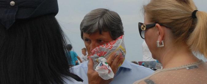 Carrara, sindaco aggredito durante la cerimonia per la Bandiera Blu