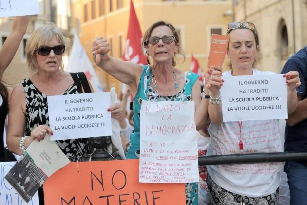 Piazza Montecitorio. Manifestazione contro la riforma della scuola