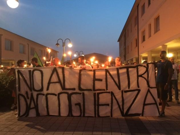 Corteo contro centro di accoglienza migranti a Parma