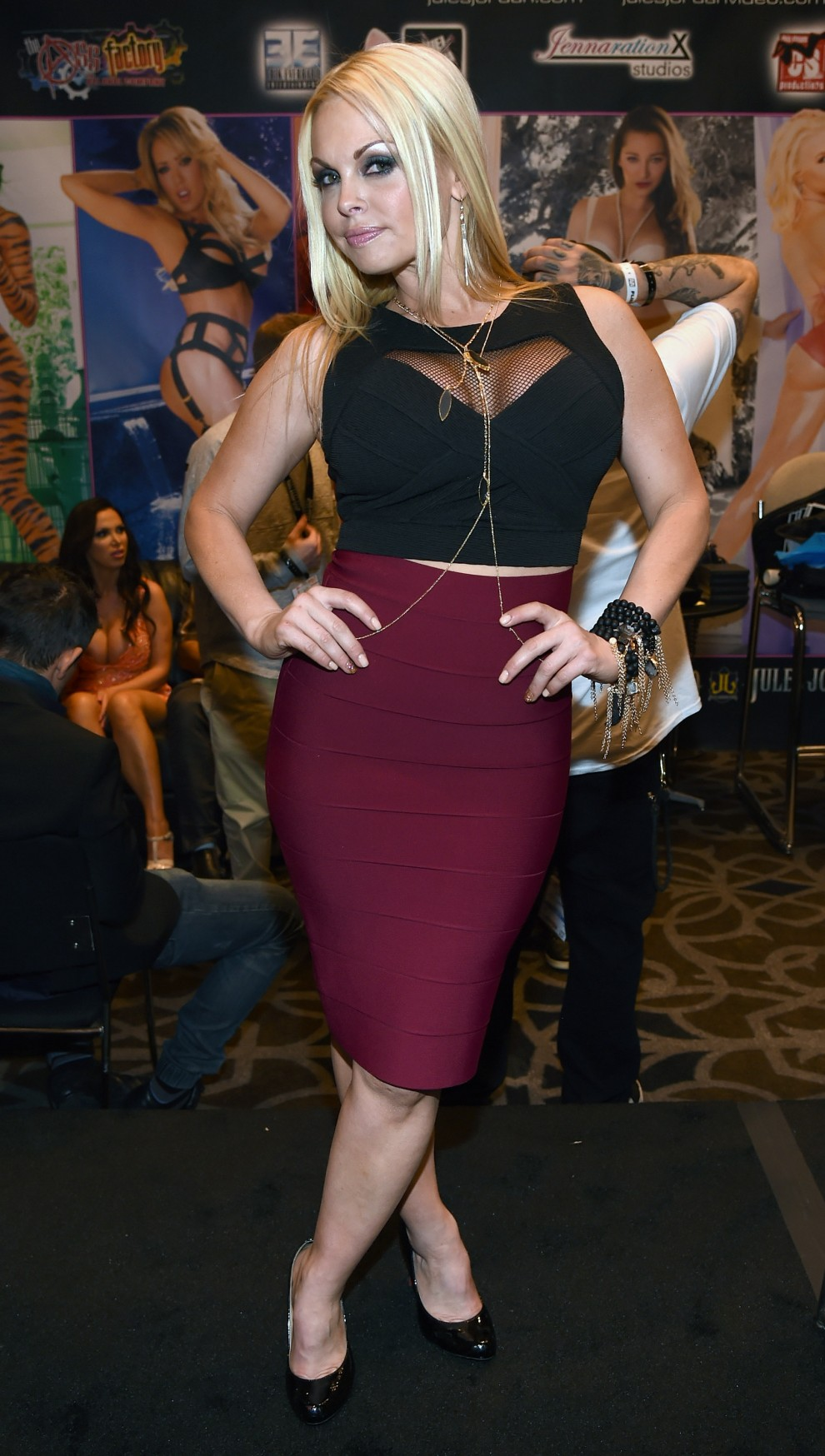 Sara jay flower tucci and luscious lopez backstage - 1 1