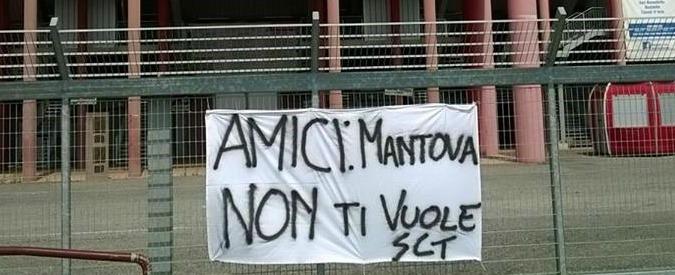 """Mantova, tifosi del basket contro il nuovo acquisto: """"Non lo vogliamo, è razzista"""""""