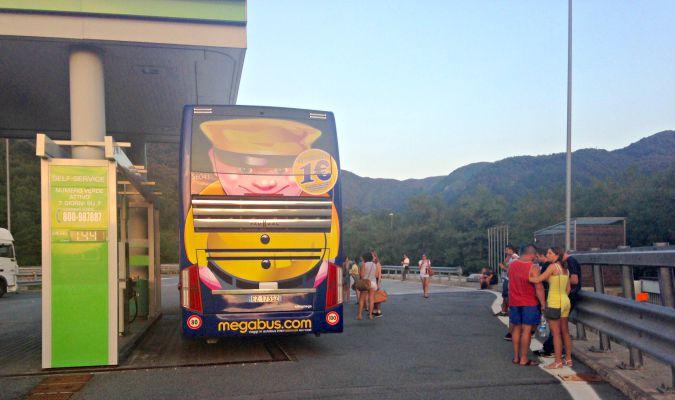 Megabus sosta in autostrada