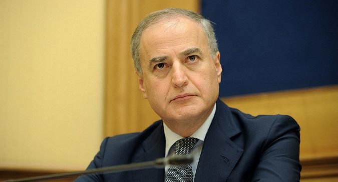 Camorra, archiviate dal gip le accuse nei confronti del deputato Carlo Sarro (Fi)