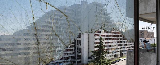"""Napoli, piano De Magistris: tre delle """"vele"""" di Scampia saranno abbattute. La quarta ospiterà uffici pubblici"""