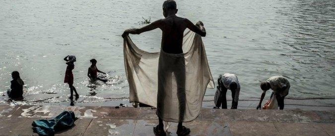 """India, defecazioni all'aperto ridotte del 31%. """"Abitudine che diffonde le malattie"""""""