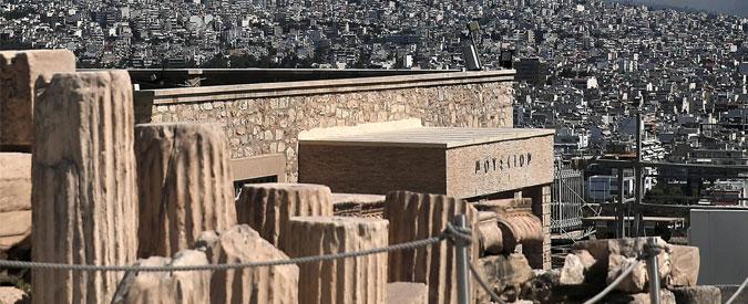 Grecia, esplode ordigno artigianale davanti a una chiesa di Atene: due feriti