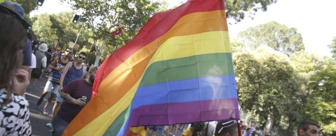 """Gay Pride, procedimento disciplinare per il pompiere che ha sfilato in divisa. """"Non era stato autorizzato"""""""