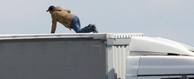 Migranti, in centocinquanta cercano di attraversare Eurotunnel: caos a Calais
