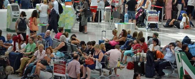 Fiumicino: manca la rete, check-in a mano e code fino a tre ore in aeroporto