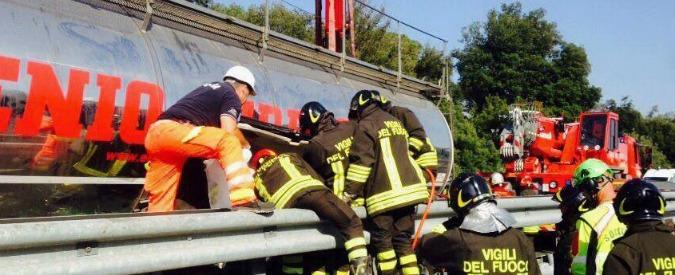 Viareggio, scontro tra tir e auto su A12: morti due gemelli di nove mesi