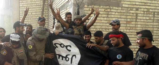 """Isis, """"jihadisti abbandonano in massa il fronte iracheno travestiti da donna"""""""