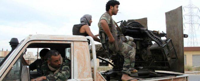 """Libia, Al Serraj: """"Governo unità nazionale si insedierà a Tripoli"""". Fajr Libya: """"Gli faremo guerra"""". Minacce anche da Isis"""