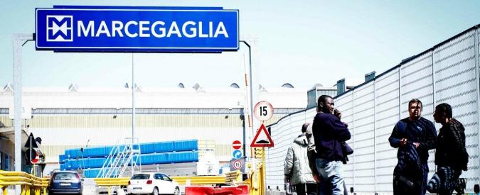 Marcegaglia, a Milano 7 operai minacciano di buttarsi dal tetto contro chiusura