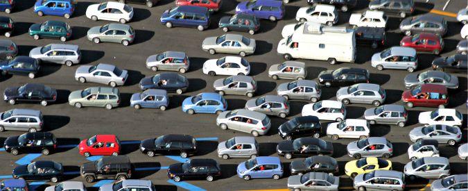 Mercato auto Italia, Unrae prevede una leggera ripresa: 2015 a livello del 1980