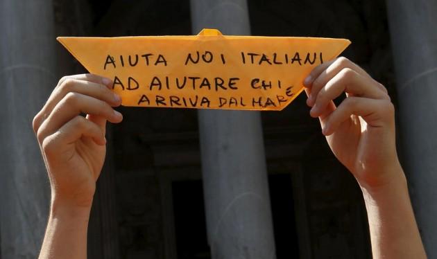 Roma, flash mob organizzato da Amnesty International in favore dei migranti