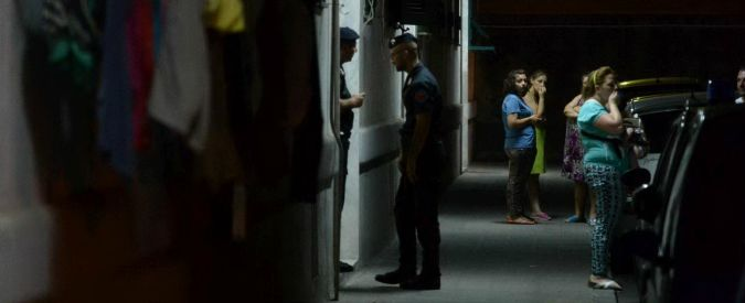 Napoli, trovati morti in casa padre, madre e figlio 17enne. 'Omicidio-suicidio'
