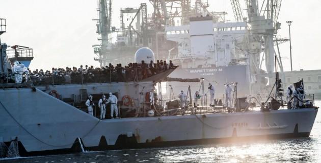 Arriva a Palermo la nave Urania con piu' di 500 immigrati