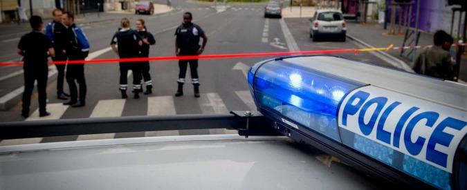 Parigi, rapina in un centro commerciale: teste di cuoio liberano 18 ostaggi