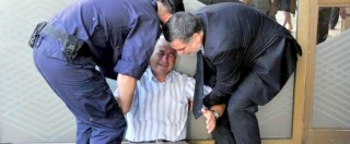 """Crisi Grecia, australiano riconosce pensionato in lacrime: """"Lo aiuterò"""""""