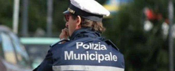Mantova, minacce e insulti contro Polizia locale su Facebook: 15 denunciati