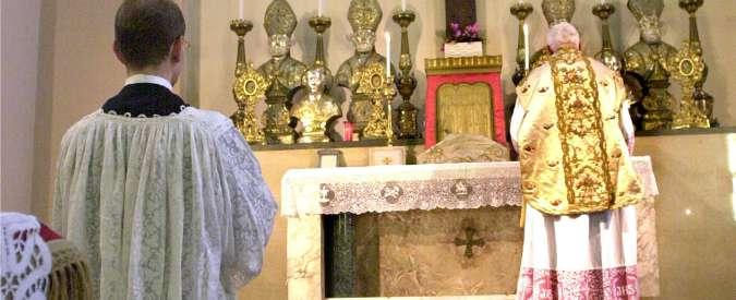 Venezia, pochi fedeli in chiesa. E il parroco fa la messa solo su prenotazione