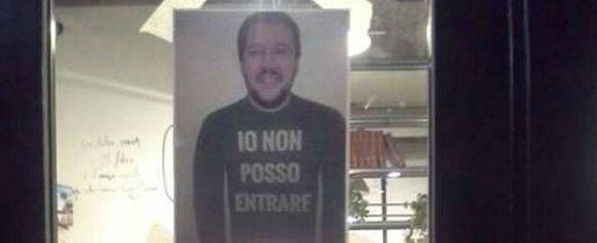 """Milano, minacce al libraio che ha sfottuto Salvini su Facebook: """"Guardati le spalle"""""""