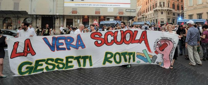 """Scuola, sentenza Tar costringe Renzi a più assunzioni: """"In graduatoria anche i sufficienti del concorso 2012"""""""