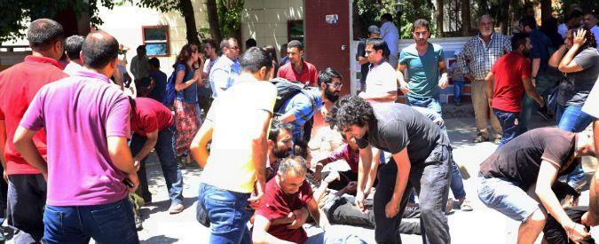 """Turchia, attacco a raduno socialista: almeno 30 morti. """"Kamikaze è vicina a Isis"""""""