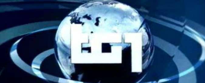 Tv, a luglio i tg perdono un milione di spettatori. Resiste solo Tg1, male Tg5