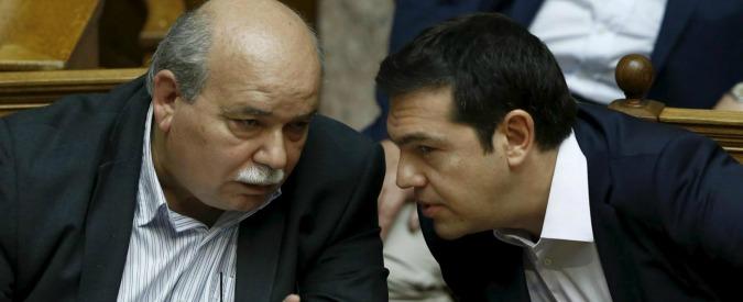 Grecia, Tsipras e i due fronti: in Ue contro i falchi, ad Atene con i 'moderati' di Syriza