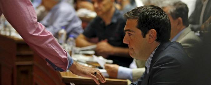 Crisi Grecia, ok del Parlamento a Tsipras. Ma la maggioranza e Syriza sono a pezzi